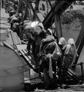 Palestine refugees fleeing across the Allenby Bridge over the River Jordan during the Arab-Israeli conflict in 1967.P photo